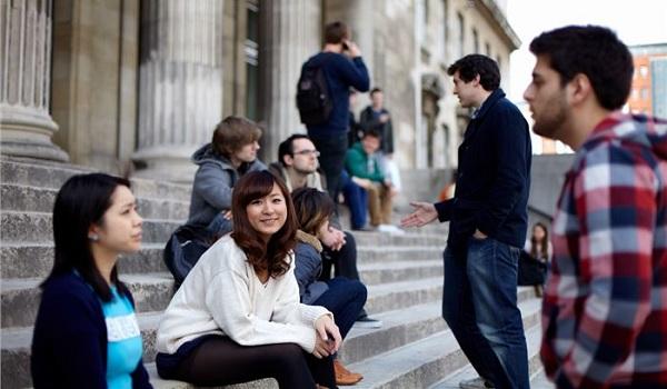 sinh viên đại học Leeds, vương quốc Anh