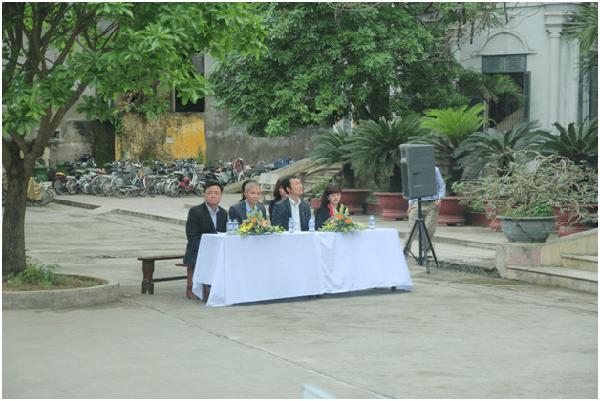 hiệu trưởng và hiệu phó trường Nguyễn Khuyến
