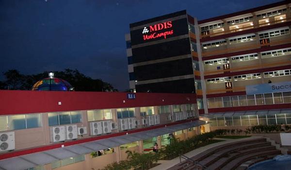 Học viện MDIS về đêm
