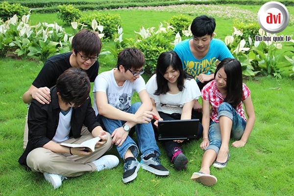 Informatics là ngôi trường quốc tế, đa văn hóa