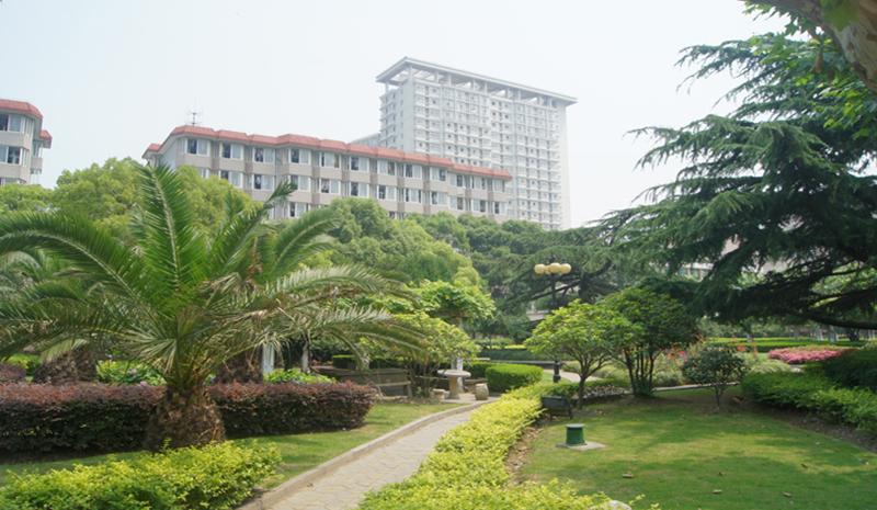 Khuôn viên Đại học Đông Hoa