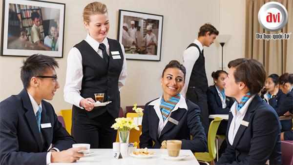 Ngành du lịch, khách sạn được được coi là nhân tố hàng đầu trong sự tăng trưởng kinh tế của Singapore