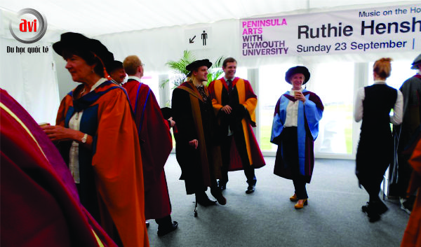 Lễ tốt nghiệp trường Plymouth