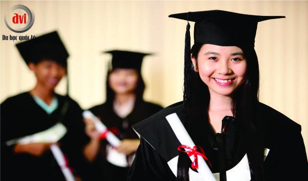 sinh viên tốt nghiệp cử nhân