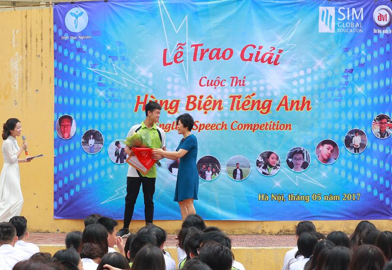 Giải ba cuộc thi hùng biện tiếng Anh