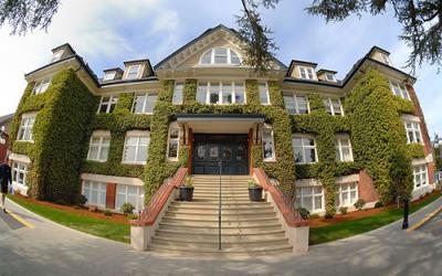 Trường Trung học nội trú top đầu Canada: St Michaels University School (SMUS)