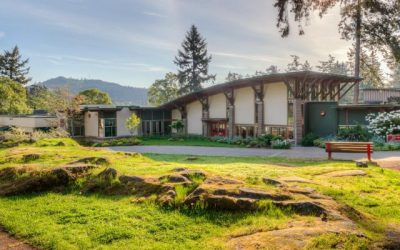 Ghi danh tại trường Trung học St Margaret's School, Victoria, British Columbia