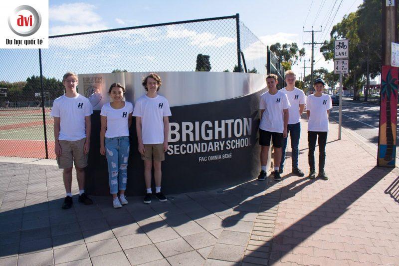Học sinh trường trung học Brighton
